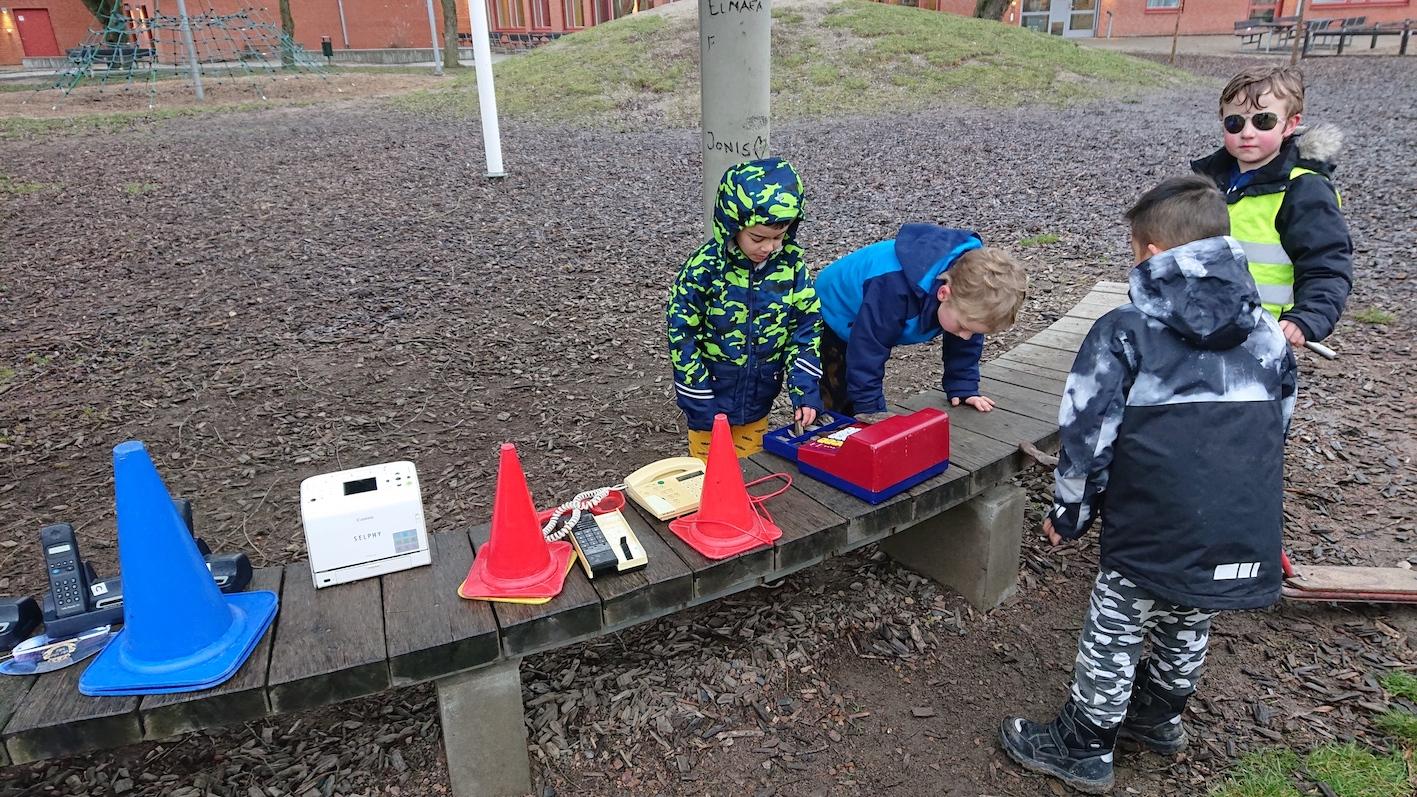 Barn leker på Riseberga fritids.