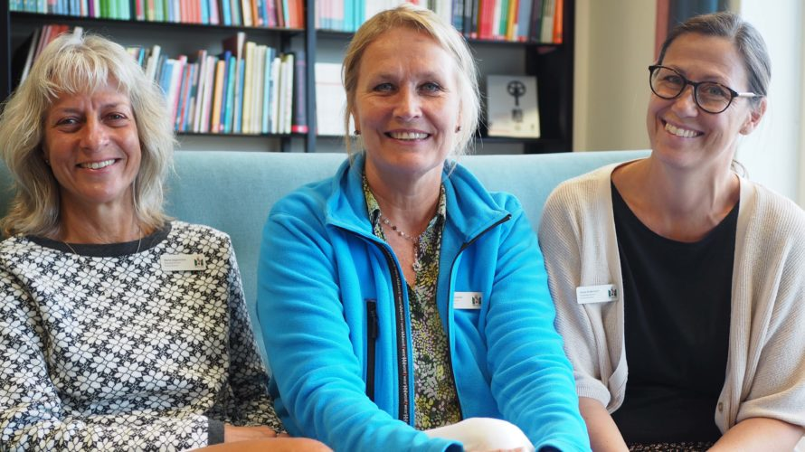 Tre rektorer sitter i soffa.