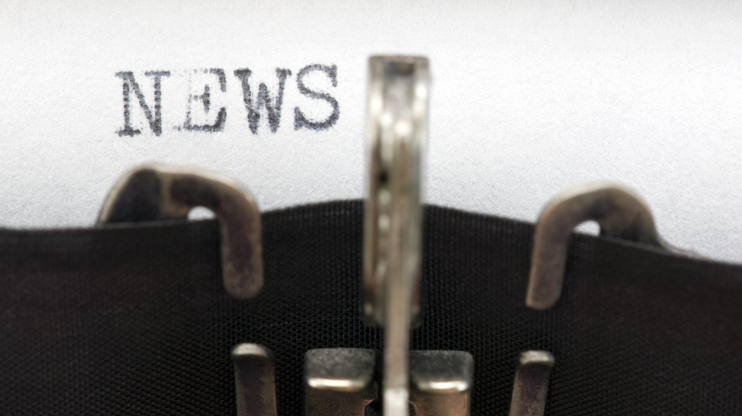 Ordet news skrivet med skrivmaskin.