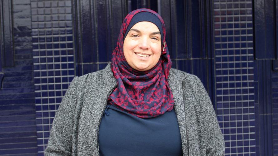 Porträttbild på Språkcentralens modersmålslärare Faouzie Shamali.