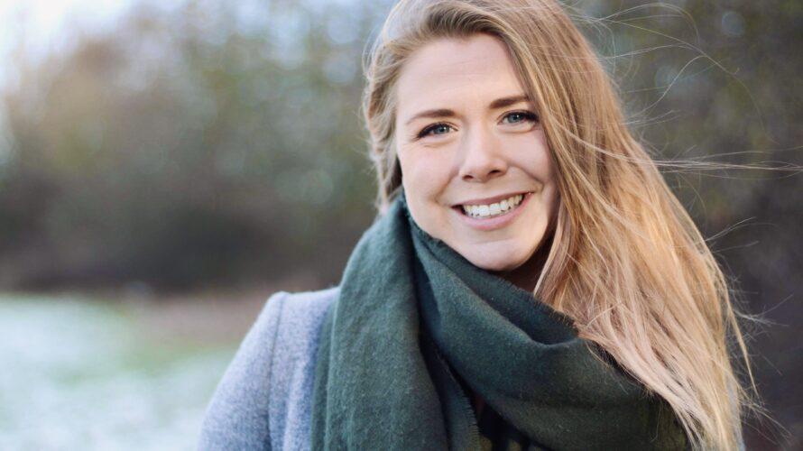 Porträttbild på Emilie Jönsson.