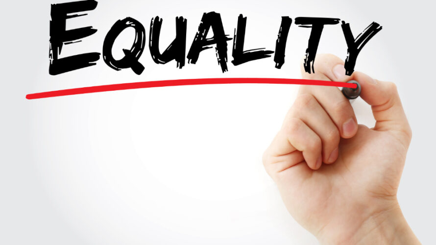 """""""Equality"""" står på en tavla och stryks under med röd penna."""