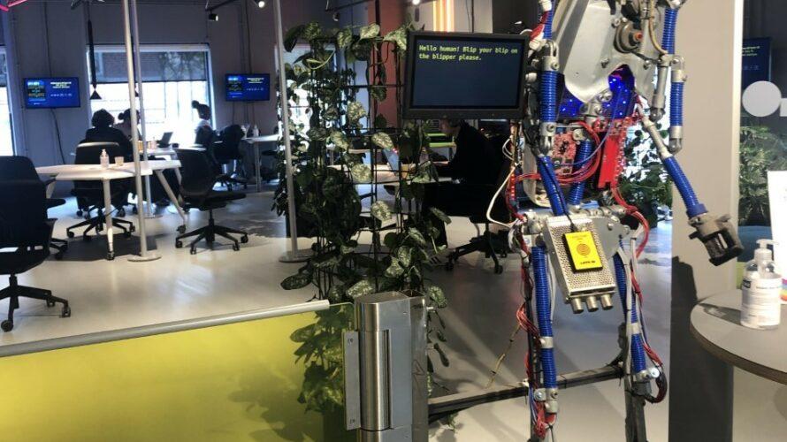 En välkomnande robot